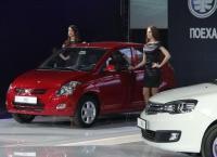 На рынок России прибыли хэтчбек FAW V2 и седан FAW V5
