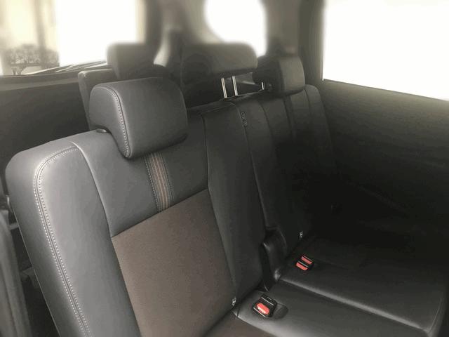Задний ряд сидений Тойота Сиента