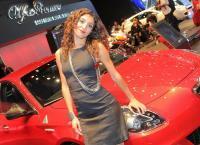 девушки автосалона в париже