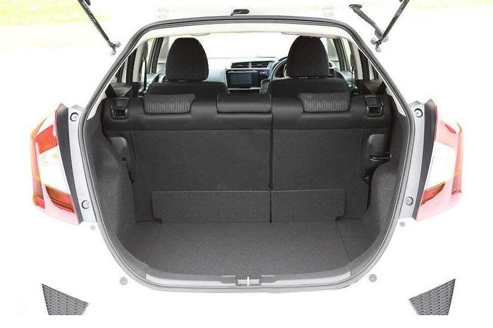 Хонда Фит 3-го поколения фото багажника