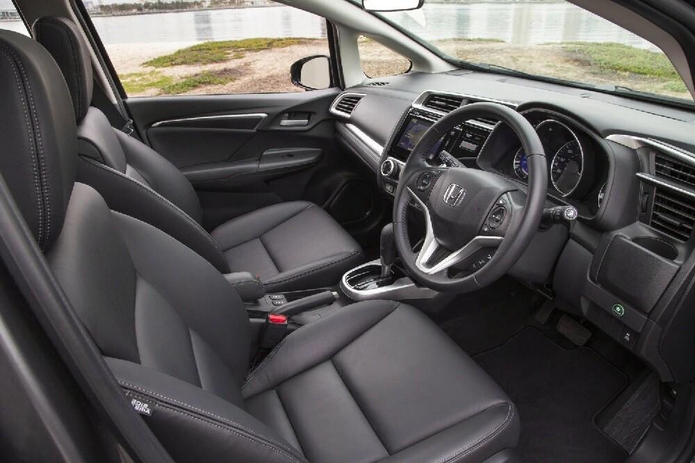 Интерьер Хонда Фит 3-го поколения
