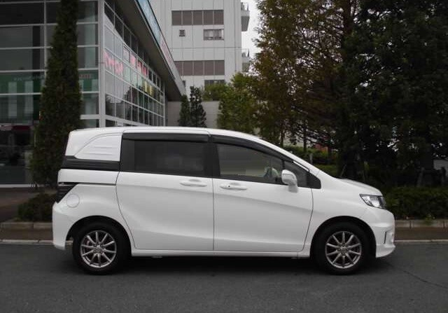 Параметры кузова Honda Freed Spike