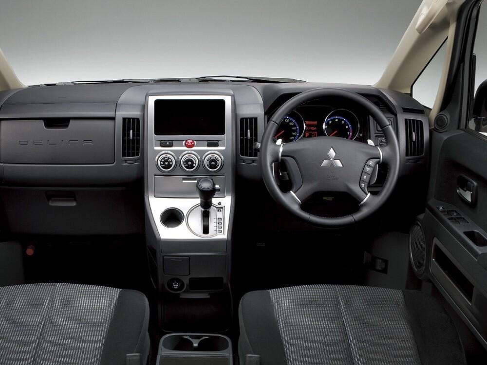Интерьер Mitsubishi Delica D:5