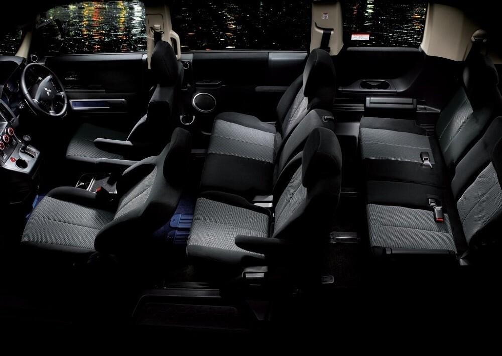 Салон Mitsubishi Delica 8 мест