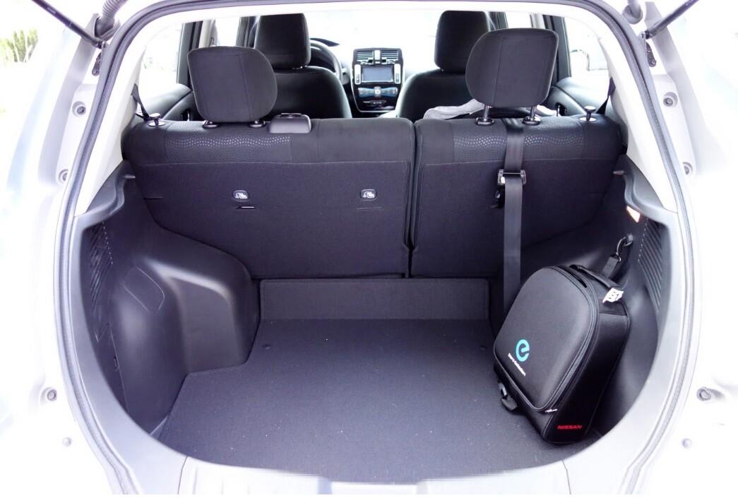 Объём багажника Ниссан Лиф 370 литров