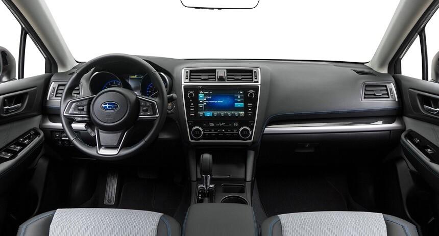 Интерьер Subaru Legacy 2018