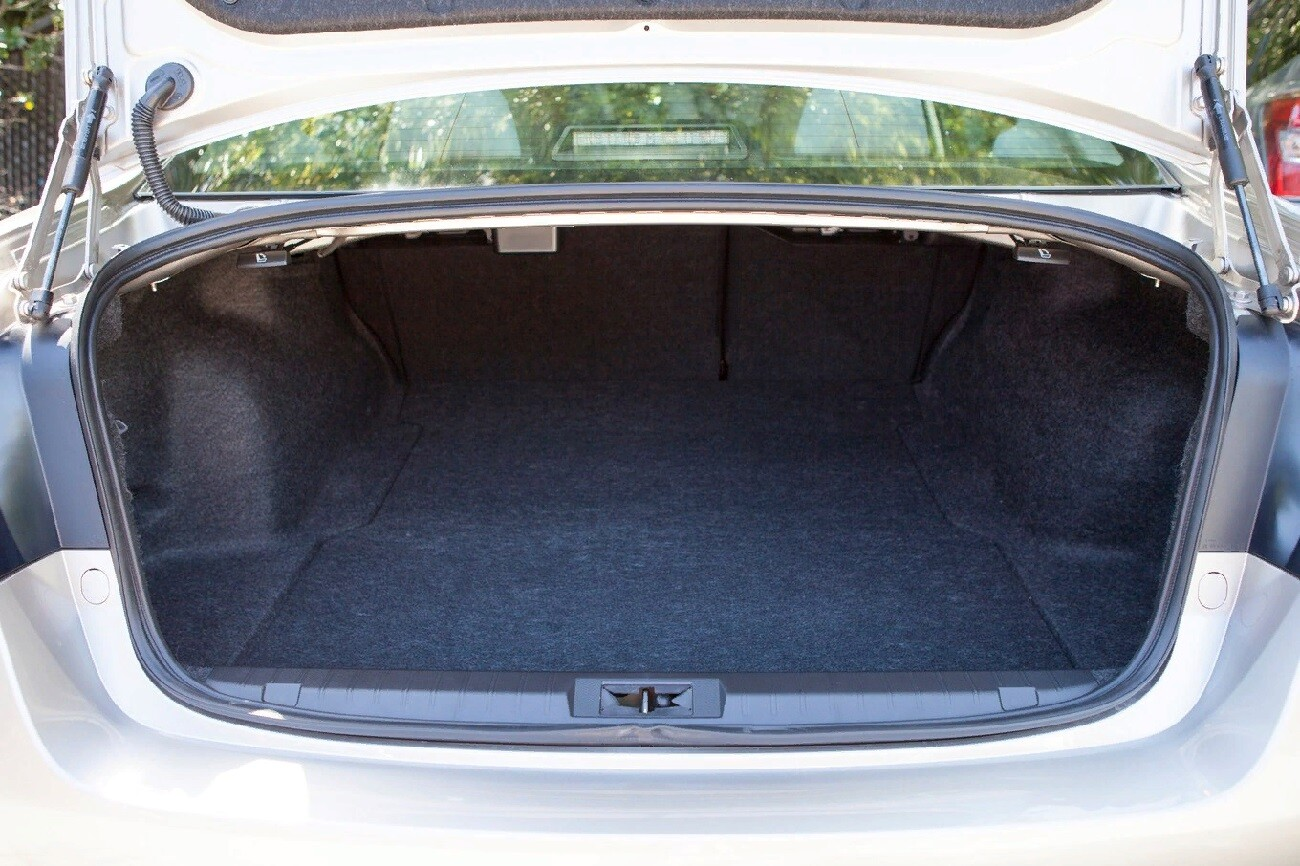 Багажник новой Subaru Legacy