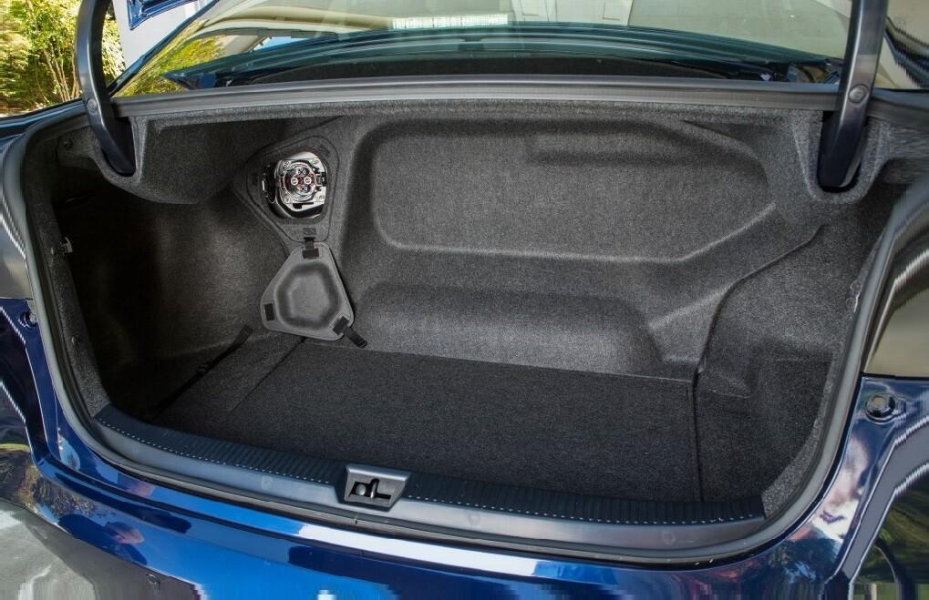 Toyota Mirai багажник