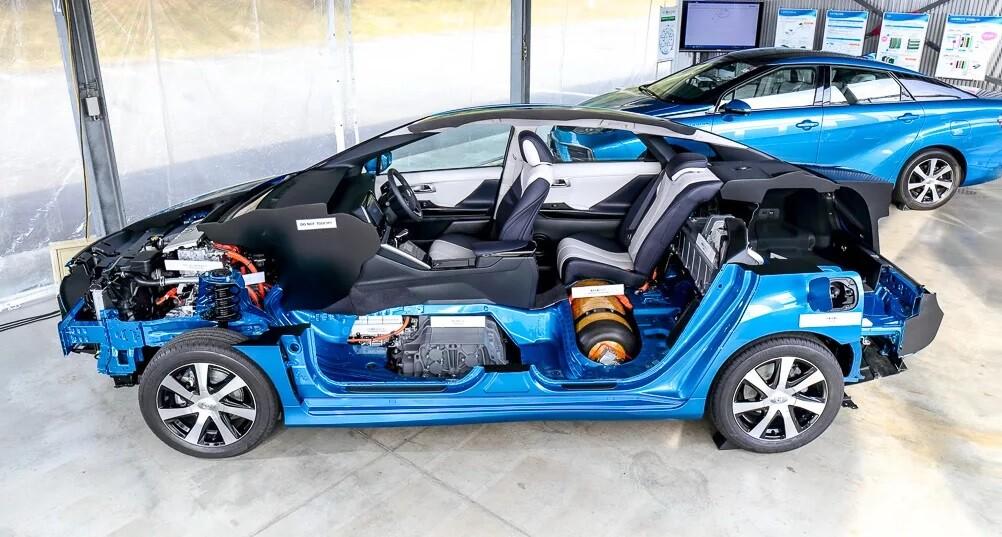 Тойота Мирай водородный автомобиль