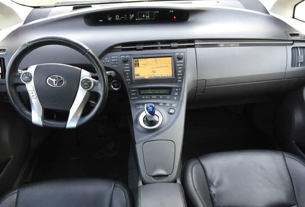 Комплектация Toyota Prius (ZVW30)