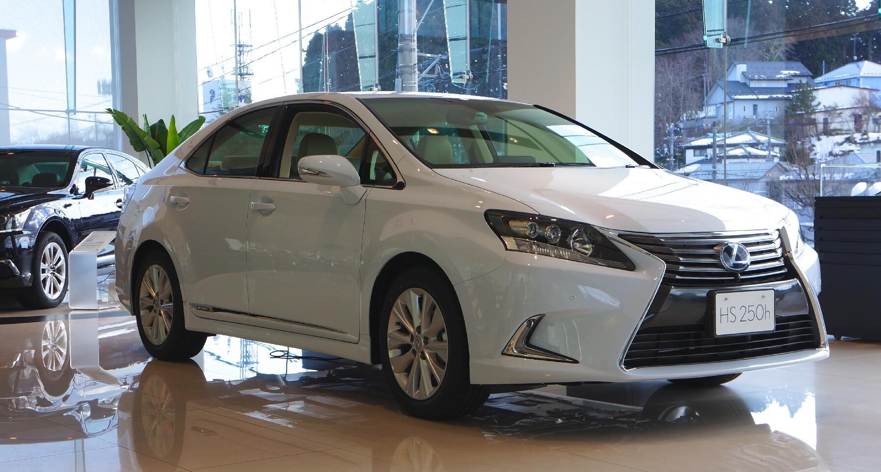 Автомобиль премиум-класса Lexus HS250h