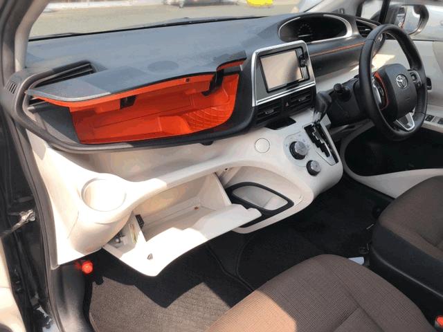 Салон Toyota Sienta 2 поколение