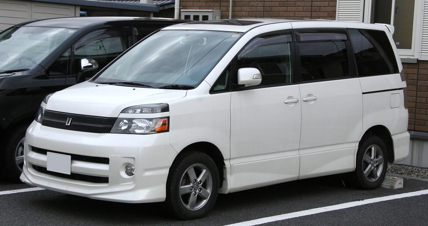 Тойота Вокси 1 поколение