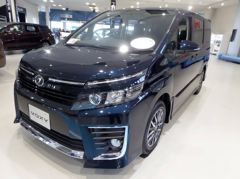 Toyota Voxy 3 поколение минивэна