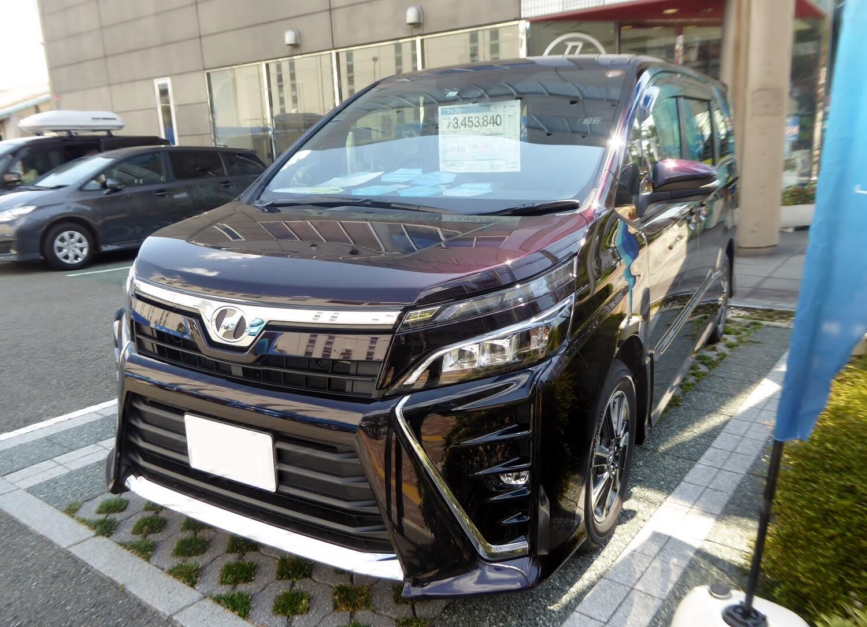 Toyota Voxy 3 поколение рестайлинг