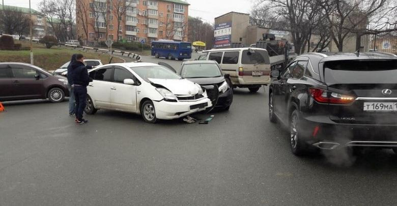 ДТП на 100-летия Владивостока Prius не пропусти Nissan