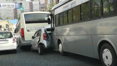Photo of ДТП на Аллилуева пассажирский автобус «раздавил» Toyota Passo. Владивосток