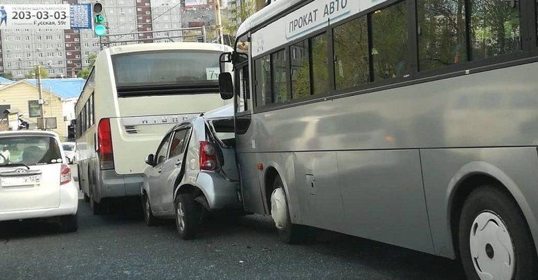 ДТП пассажирский автобус раздавил Toyota Passo