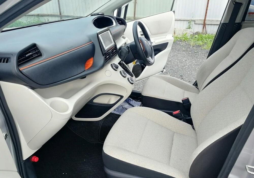 Интерьер Toyota Sienta