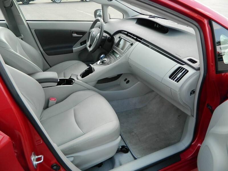 Тойота Приус комплектация S Led edition