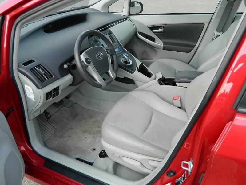 Комплектации салона Тойота Приус в 30 кузов S Led edition